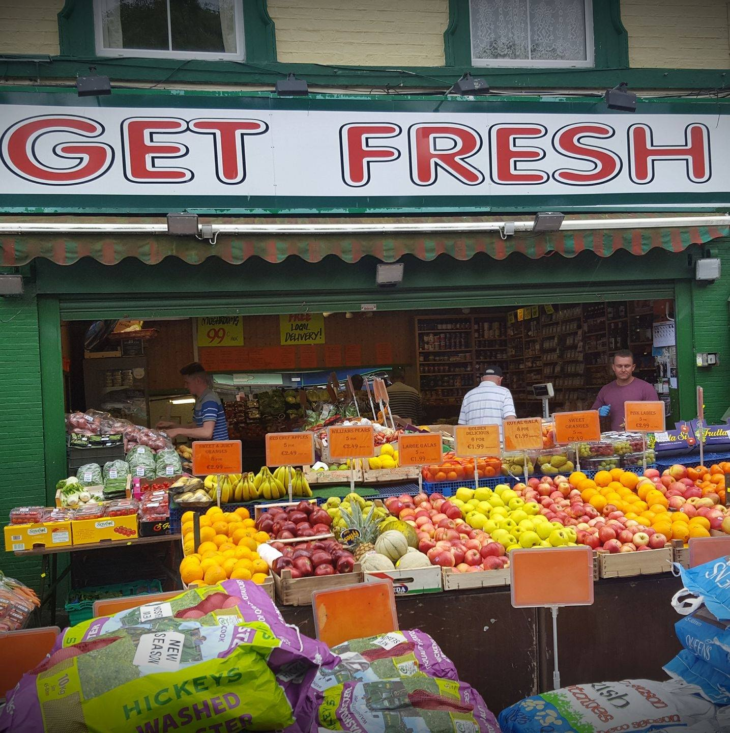 A photo of the shop front of Get Fesh Bray with displays of fresh fruit and vegetables
